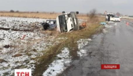 Внаслідок ДТП на Львівщині загинула одна людина