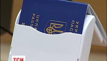 В украинские биометрические паспорта отказываются ставить шенгенскую визу