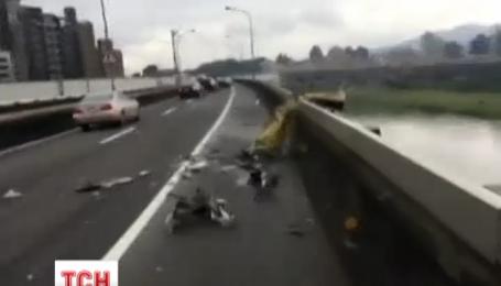 На Тайвані в річку впав пасажирський літак