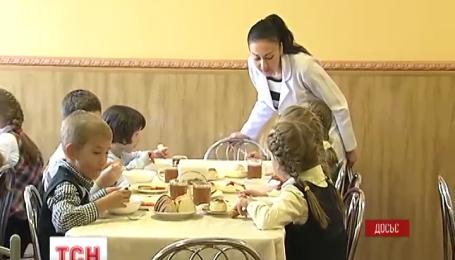 С сегодняшнего дня в столичные школы возвращается бесплатное питание