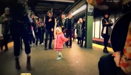 Импровизационный танец маленькой девочки в метро взорвал Интернет