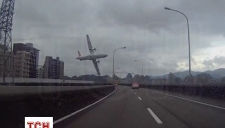 В авіакатастрофі на Тайвані загинуло 19 людей