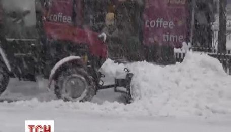 Київ засипає потужним снігопадом