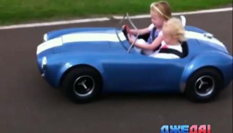 Папа сконструировал для семилетней дочери мини-копии престижных авто