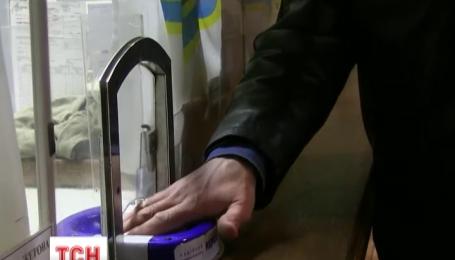 Киевляне скупают жетоны в метро
