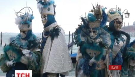 Итальянцы отметили начало традиционного карнавала