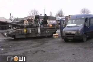 Журналісти показали, як волонтери доставляють українську та закордонну допомогу силовикам