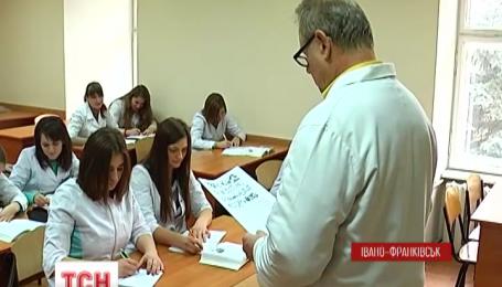 На Прикарпатье медиков забирают в армию без повесток