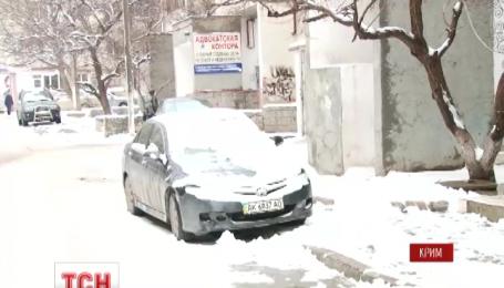 Снег парализовал движение в Симферополе и на крымских горных перевалах