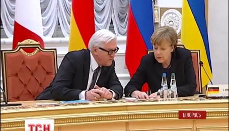 Президенти підписали Мінські угоди після 18 годин перемовин