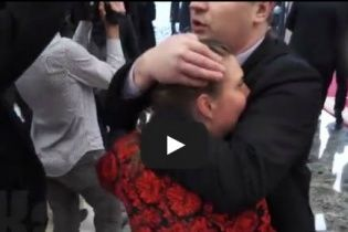 На переговорах у Мінську охоронець придумав, як закрити рота російській журналістці