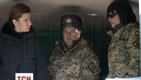 Марина Порошенко передала мобільні пральні комплекси для військовослужбовців у зоні АТО