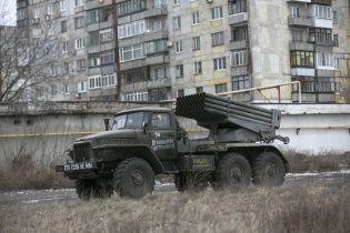 """Вночі бойовики """"переключилися"""" на Донецький напрямок: накрили """"Градами"""" Авдіївку та Курахове"""