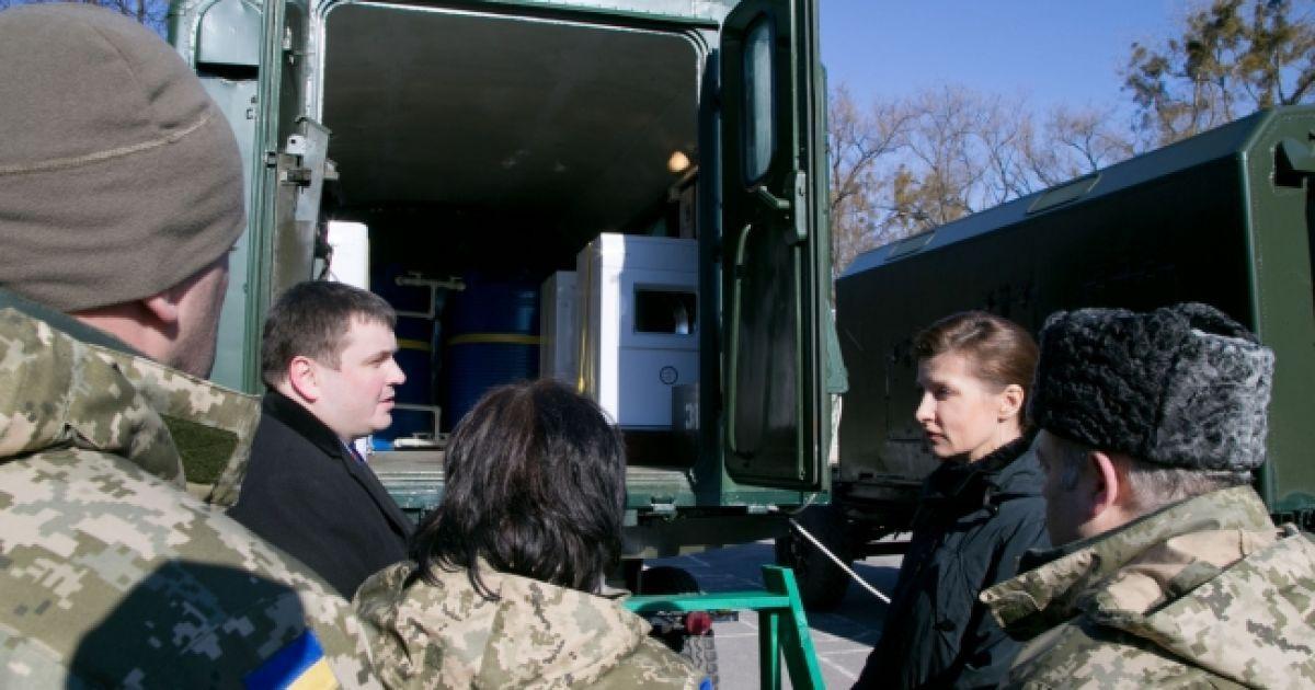 Эти мобильные прачечные комплексы значительно улучшат условия пребывания украинских военных на передовой @ twitter.com/RitaOra