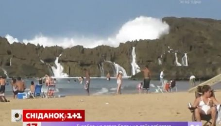 Сеть поразил экстремальный пляж в Пуэрто-Рико