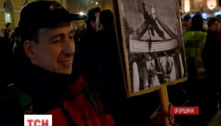 В Будапеште Путина встречают демонстранты