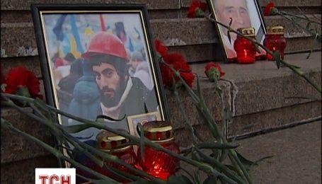 На сходах КМДА встановили портрети героїв Небесної сотні