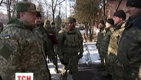 Порошенко встретился с бойцами, которые вышли из Дебальцево