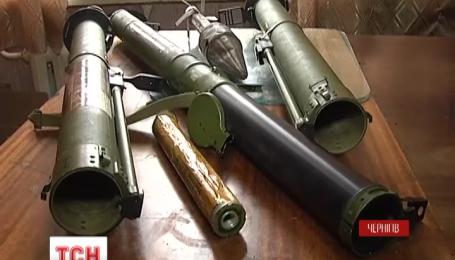 Вибух у школі на Чернігівщині міг статися через необережне поводження зі зброєю