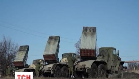 Четыре конвоя снаряжения зашли из России на Донбасс за последние сутки