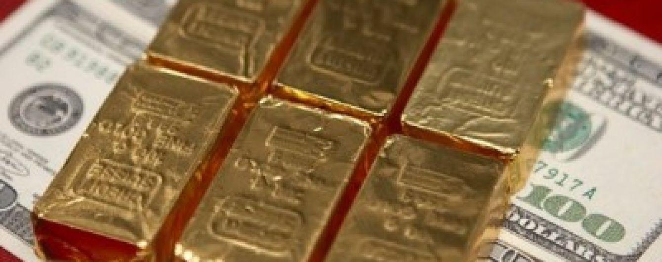 Ціни на золото обвалилися до п'ятирічного мінімуму