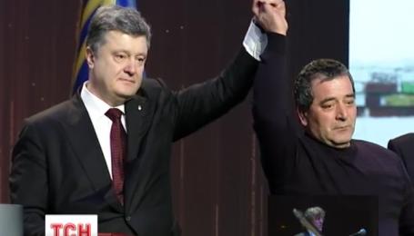 Петро Порошенко вручив сьогодні 107 орденів Золота зірка Героя України