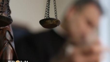 Суддя відмовляється платити законні аліменти дружині