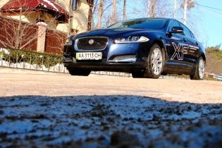 Тест-драйв Jaguar XF: Громко мурчащая кошка