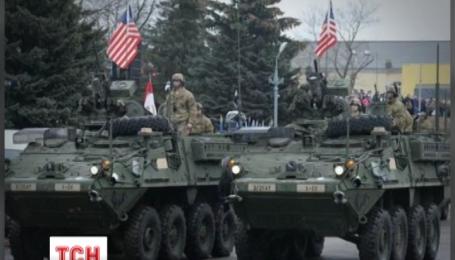 Эстония устроила военный парад с участием техники НАТО в 300 метрах от границы с Россией
