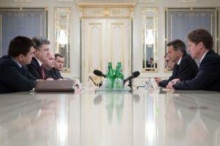 Україна продовжує надавати гумдопомогу постраждалим від бойовиків територіям - Порошенко