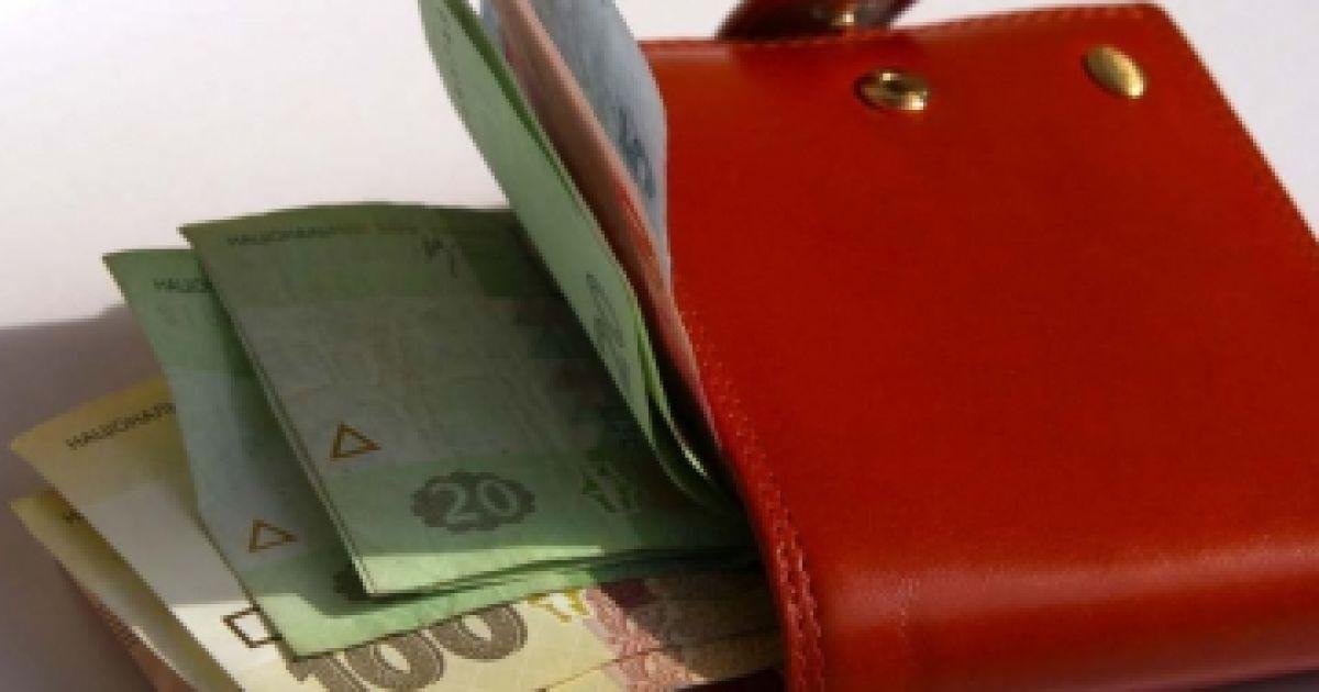 В Украине повысили зарплаты, пенсии, соцвыплаты, а также цены на свет и стационарные телефоны