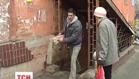 Дніпропетровські волонтери розчищають бомбосховища