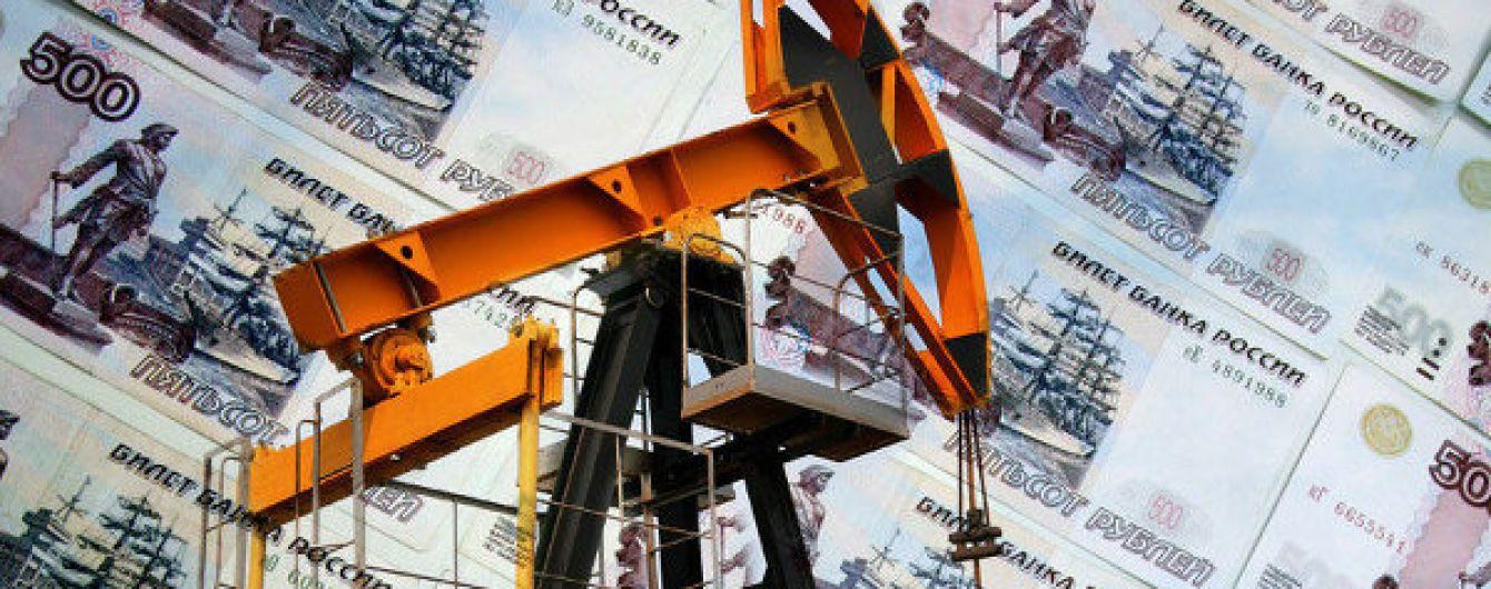 За ночь резко подешевела нефть и рубль упал