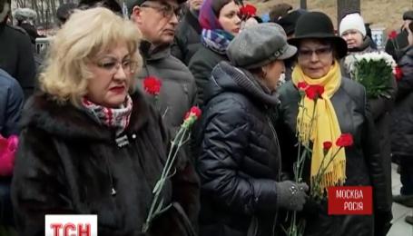 Борис Немцов похоронен на Троекуровском кладбище Москвы