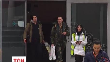 Трое бойцов вернулись из Литвы в Днепропетровск после реабилитации