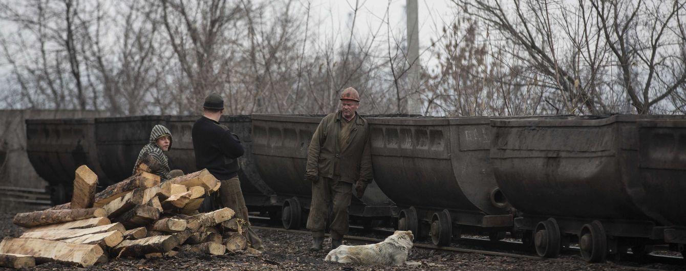 На окупованій Луганщині бойовики масово звільняють шахтарів