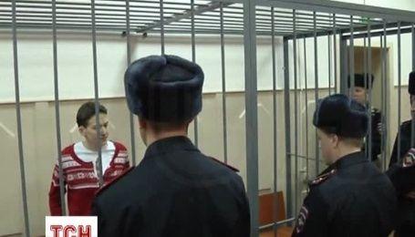 Исхудавшую Савченко доставили в суд