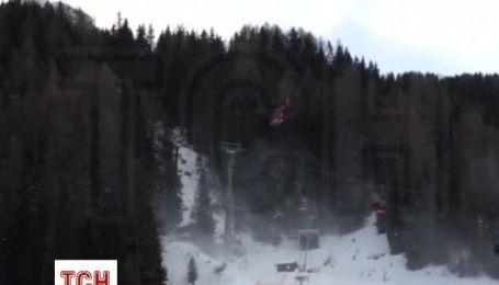 На курорте в Италии спасателям пришлось снимать с канатной дороги сотни лыжников