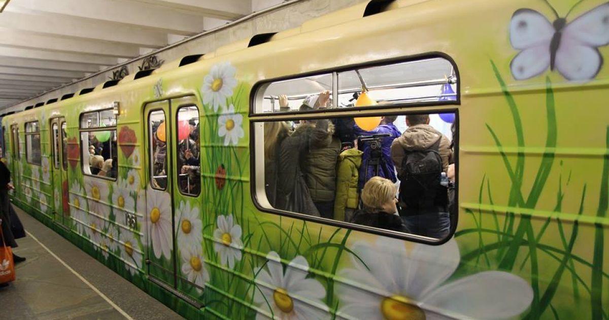 С сегодняшнего дня на трех станциях киевского метро будет работать Wi-Fi