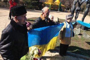 Десятки патриотов в Симферополе вышли отметить день рождения Шевченко