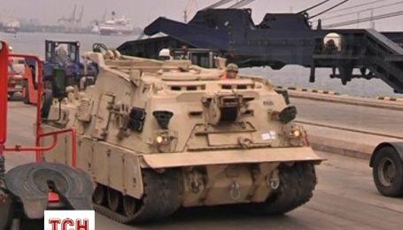 Латвия получила от США более сотни танков и бронемашин