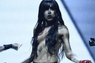 """Зірка """"Євробачення"""" Loreen топлес вийшла на сцену з гуртом KAZAKY"""