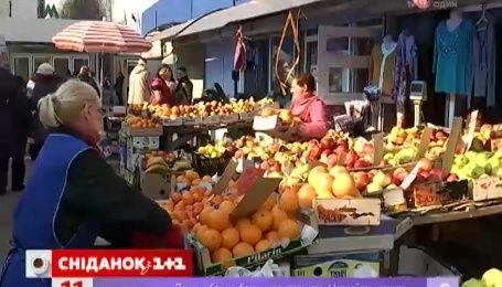 На столичных рынках значительно подешевели овощи и фрукты