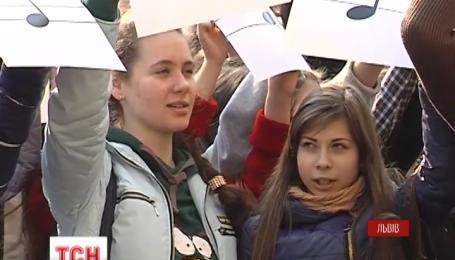 Более тысячи львовян совместно спели гимн Украины