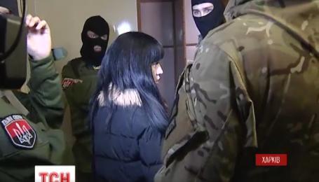 Бойцы добровольческих батальонов взялись за квартирных мошенников в Харькове