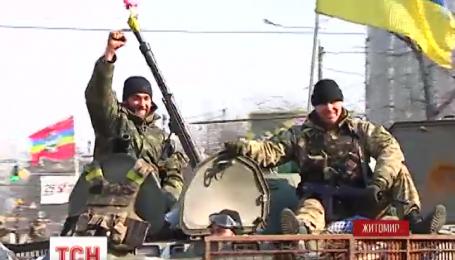 В Житомире торжественно встретили бойцов 95 аэромобильной бригады