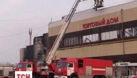 После пожара в ТЦ в Казани до сих пор не могут найти 25 человек