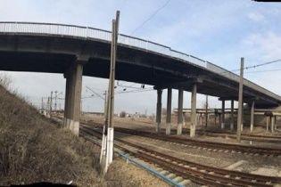 У Луганській області підірвався вантажний потяг з вугіллям для України