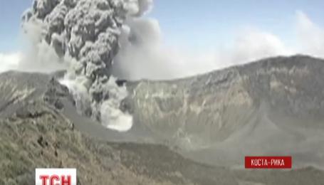 В Коста-Рике началось извержение вулкана Турриальба