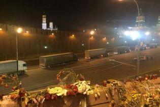 Путініада триває: соцмережі сполохала загадкова колона білих фур біля Кремля